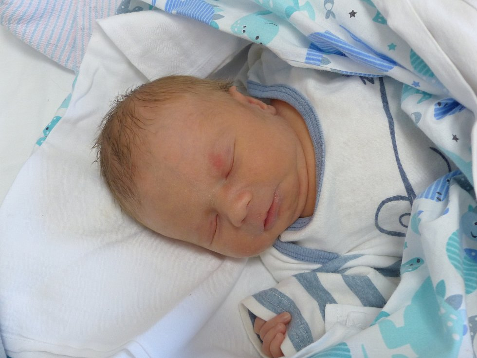 Luboš Bubeník se narodil 17. prosince 2020 v kolínské porodnici,  vážil 2300 g a měřil 45 cm. V Kutné Hoře ho přivítala sestřička Nikol (9) a rodiče Aneta a Luboš.
