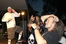 JEDENÁCTÝ ROČNÍK VODÁRNA FESTU se v sobotu koná ve Stochově. Nabídne pořádnou porci tvrdé muziky. Pořadatelé slibují návštěvníkům řádnej hukot.