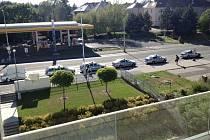 Na Sítnou dorazilo kvůli nahlášené bombě celkem sedm policejních aut