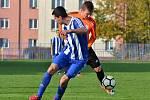 Zavidov (v modrém) nečekaně vysoko 4:0 vyhrál na hřišti béčka SK Slaný.