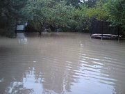Zahrádkářská kolonie ve Slaném-Kvíci je po dešti pod vodou