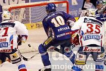 Pardubice - Kladno 6:2, Patera přihlíží gólu na 5:2