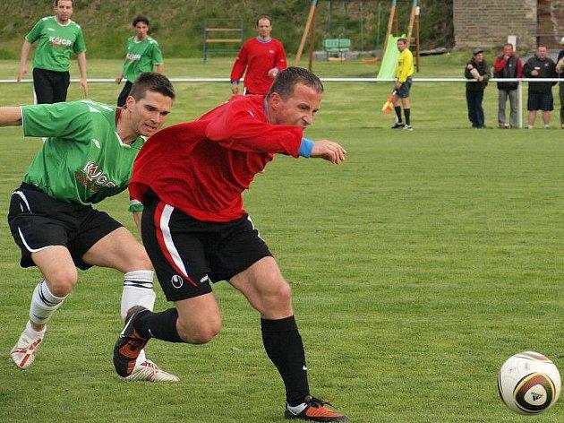 Vraný - Nová Ves 0:0, v souboji Josef Bauer