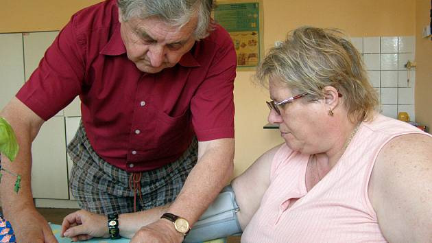 V poradně diabetiků je možné si nechat například zdarma změřit krevní tlak.