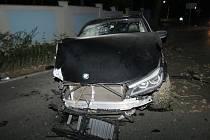 Muž se svým vozem naboural do zdi Sletiště.