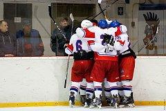GOLOVOU OSLAVU si hokejisté Slaného zopakovali proti Černošicím hned desetkrát.