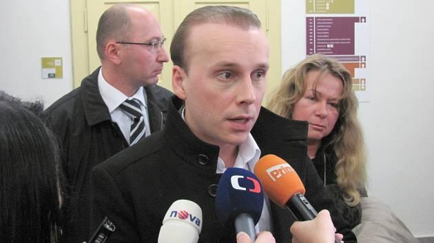 Igor Bobrov byl před vynesením rozsudku k novinářům sdílnější než po něm. Pak pouze zopakoval, že se cítí být nevinen.