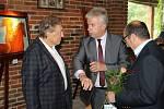 Benefiční golfový turnaj v Horním Bezděkově na podporu Nadačního fondu Slunce pro všechny v roce 2015 navštívila řada významných osobností. Jedním z těch, kteří přijali pozvání na akci věnovanou klientům se speciálními potřebami, byl i zpěvák Karel Gott,