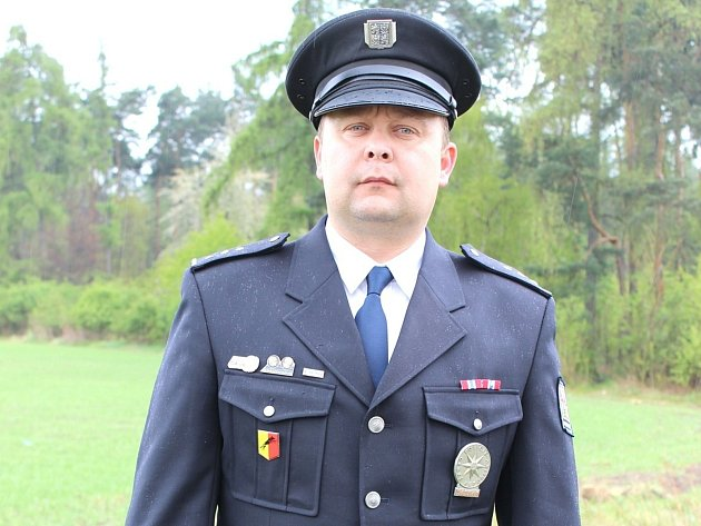 Předseda fotbalového Slovanu Velvary David Vedral je také ceněným policistou, výborně pracuje se psy.