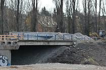 Starý most na Kročehlavské mizí v propadlišti dějin.