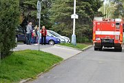 Policie obehnala místo páskami a vyčkala na příjezd pyrotechnilka.