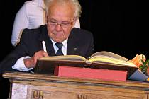 Předávání pamětních listů významným osobnostem se ve Slaném stalo již tradicí. Letos je získali Karel Vidimský, Božena Formánková, Jiří Jirát a Antonín Bosák.