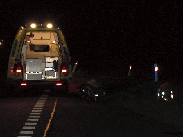 Neznámý muž se vynořil ze tmy a stoupl si rozpažený pod rozjetý náklaďák