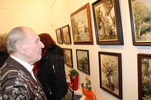 Vernisáž přilákala do galerie mnoho návštěvníků.