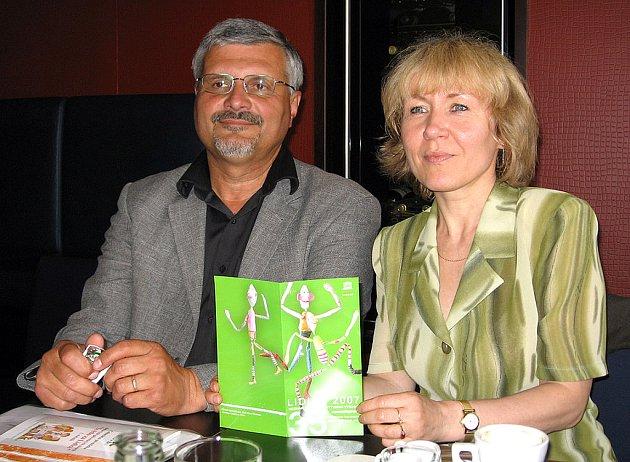 Nejbližší doprovodnou akcí letošního výročí lidické tragédie je 35. ročník Mezinárodní výstavy dětských prací Lidice 2007. V lidické galerii bude od čtvrtka k vidění zhruba 1500 exponátů. Kurátorkou výstavy je Iva Brothánková.