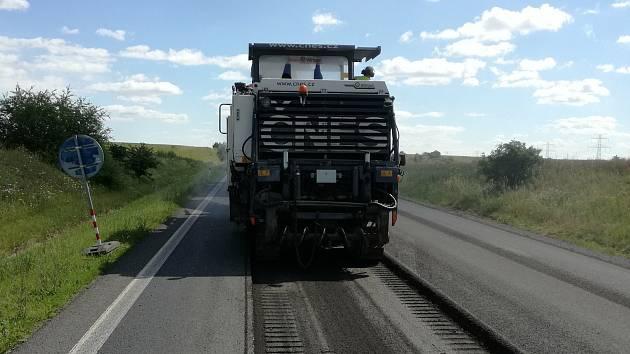 Třetí etapa oprav silnice u Velvar.
