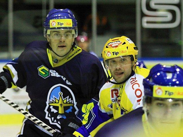 Radek Bělohlav (vlevo) se vrátil do sestavy Kladna // Rytíři Kladno - PSG Zlín 1:0,  ELH 2011/12, hráno 27.10.2011