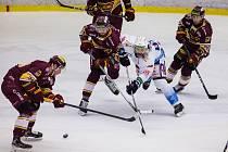 Třetí zápas finále hokejové Chance ligy mezi HC Dukla Jihlava a Rytíři Kladno vyhráli hosté 5:2. Jak dopadne ten dnešní?