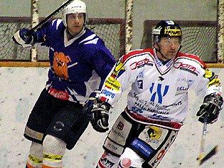 K oporám hokejových Řisut patří i Pavel Hegenbart (vlevo).