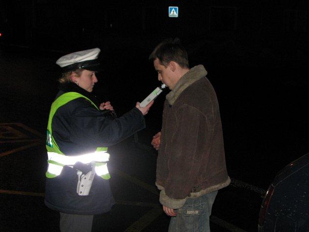 Policisté opět kontrolovali ulice Kladna i Slaného.