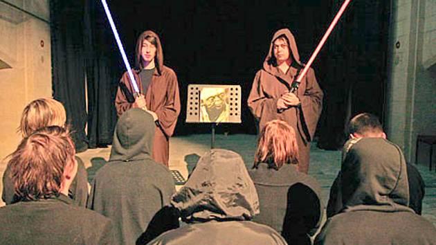 SKUTEČNÍ FANOUŠCI  Hvězdných válek se sami za příznivce hnutí Jediismu nepovažují. Výsledky sčítání lidu je znepokojují. Snahu o recesi, která se šíří po sociálních sítích, odmítají.