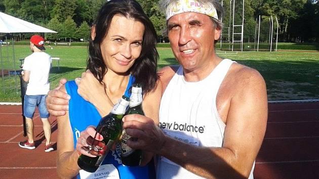 Vítězové Pivního maratonu Zuzana Miháliková a Tomáš Stařecký.