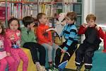 Děti čekalo předčítání pohádky či výroba papírových sov.
