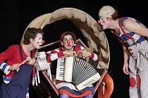 Představení Klauní rodinka je určeno divákům od tří let věku.