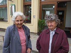 MILADA CÁBOVÁ A MILOSLAVA KALIBOVÁ (vpravo), ženy, které přežily plánované vyvraždění Lidic.