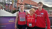 Hana Větrovcová s Matějem Krskem (vlevo) a Danielem Leharem na juniorském ME ve švédském Boras, kde loni pomohli čtvrtkařské štafetě ke stříbru.