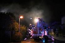 Noční zásah u hořícího domu v Rudné