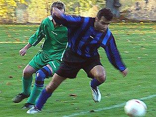 Kročehlavy vyhrály nad Družcem 6:2, hattrickem se na tom podílel Pavel Rolný (vpředu).