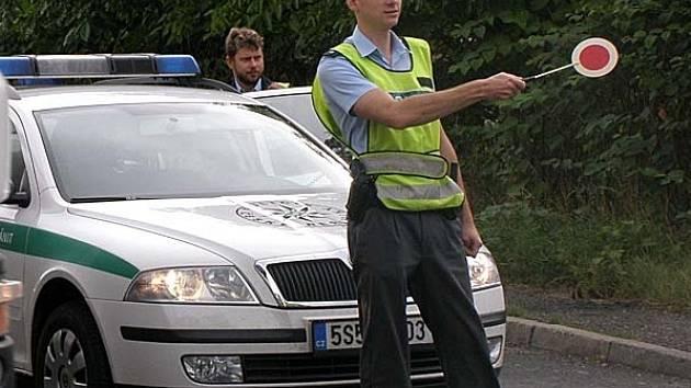 Havárie kamionu na komunikaci u Žižic vedoucí ze Slaného do Mělníka.