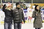 V peřině. Lední revue na podpořila Nadaci na transplantace kostní dřeně. Kladno, 15. 12. 2012