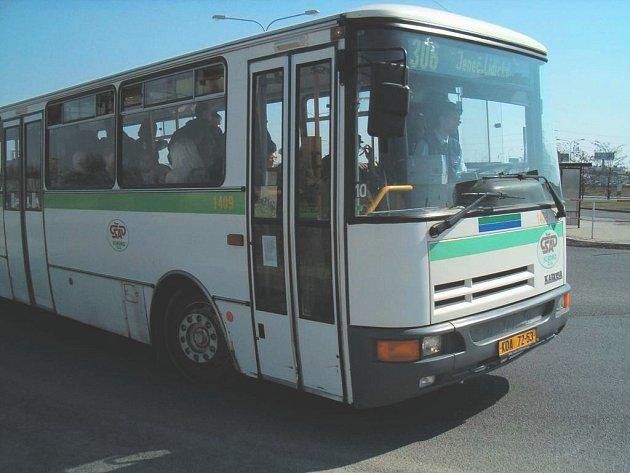 Opravy silnic dočasně postihnou i cestující v autobudech.