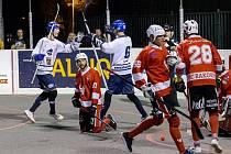 Alpiq (v bílém) na úvod sezony porazil ve skvělém derby nováčka z Rakovníka 4:0. Gól Jakuba Haismana na 2:0 byl zlomový.