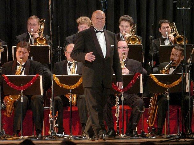 Orchestr Václava Hybše do Kladna jezdí každý rok.