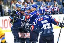 Hokejová příprava: Kladno (v modrém) hostilo v Chomutově sousední Litvínov.
