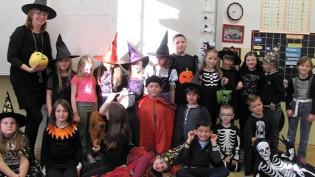 Školáci z Komendy si užili strašidláckou výuku.