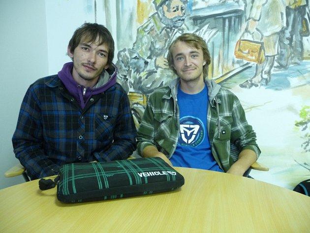Petr Vrábel (vlevo) a Pavel Fořtík v redakci Kladenského deníku