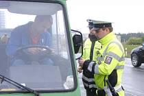 ZÁJEMCI O PRÁCI v uniformě mohou najít uplatnění například u dopravní policie.