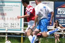 Marek Mucha (v červeném) dal desátý gól sezony. Jeho tým ale ve šlágru kola vyšel naprázdno.