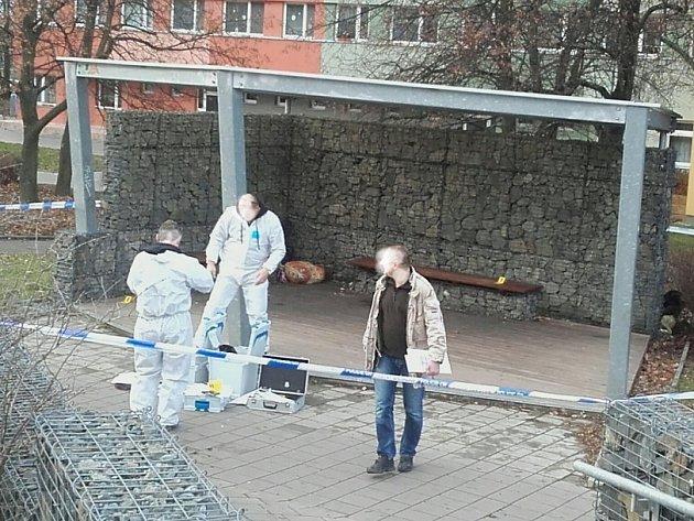 Vyšetřování případu brutálního napadení muže v Kladně v ulici ČSA