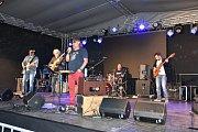 Veřejnosti zahrálo celkem dvacet kapel.