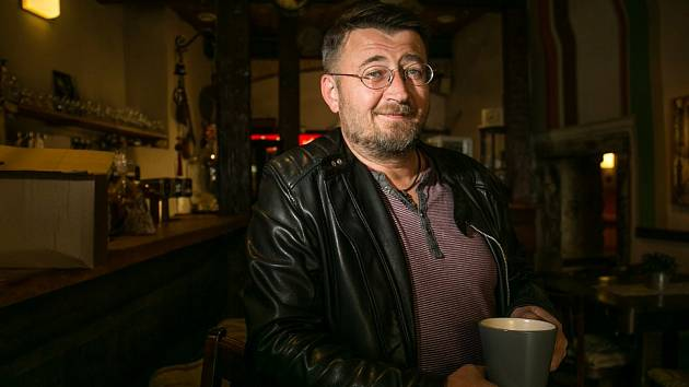 Jan Fany Fanta je muž mnoha profesí, ale především je talentovaným výtvarníkem a muzikantem.