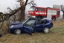 U Pcher na Kladensku havarovalo osobní auto.