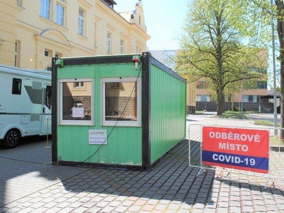 Odběrové místo na testy pro covid 19 v kladenské nemocnici.