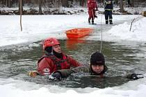 Pozor na led, nemusí být tak pevný, jak se zdá