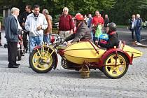 Při Lidickém okruhu jsou k vidění unikátní motocykly a automobily.