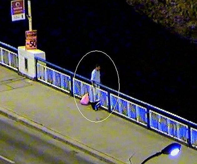 V minulosti už několik sebevrahů svůj život skokem ze sítenského mostu ukončilo. Tentokrát měla ale událost šťastný konec.